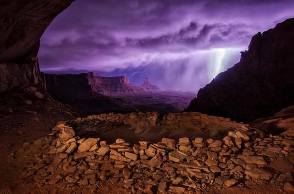 Foto Terbaik Pemenang National Geographic - 01-National-Geographic-Photo-Contest-2013-Thunderstorm-at-False-Kiva