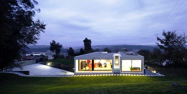 Tips Merenovasi Rumah Menjadi Type Minimalis - Cleverly-adapted-to-a-steep-terrain-casa-cambeses