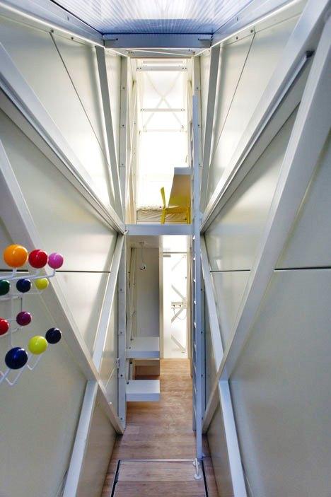 Desain Interior Terbaik Untuk Rumah Sempit - Narrow House Design by Jakub Szczesny 02