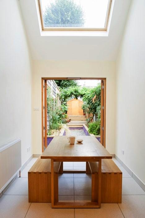 Desain Interior Terbaik Untuk Rumah Sempit - Slim House extension by Alma-nac 2