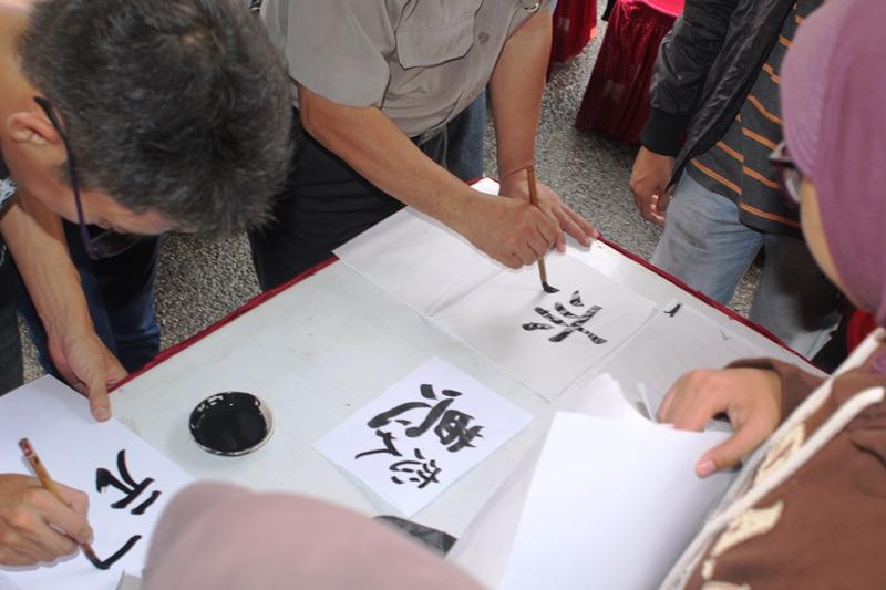 Kursus bahasa Jepang di acara Hari Kebudayaan Jepang 24-1-2016IMG_2935