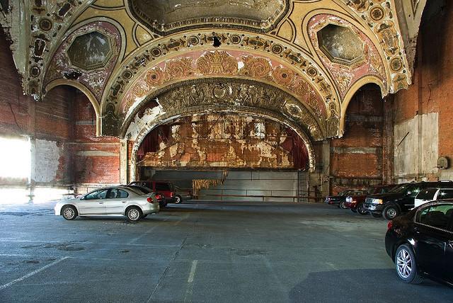Tempat Parkir Mobil Paling Keren di Dunia - Michigan Theatre Car Park